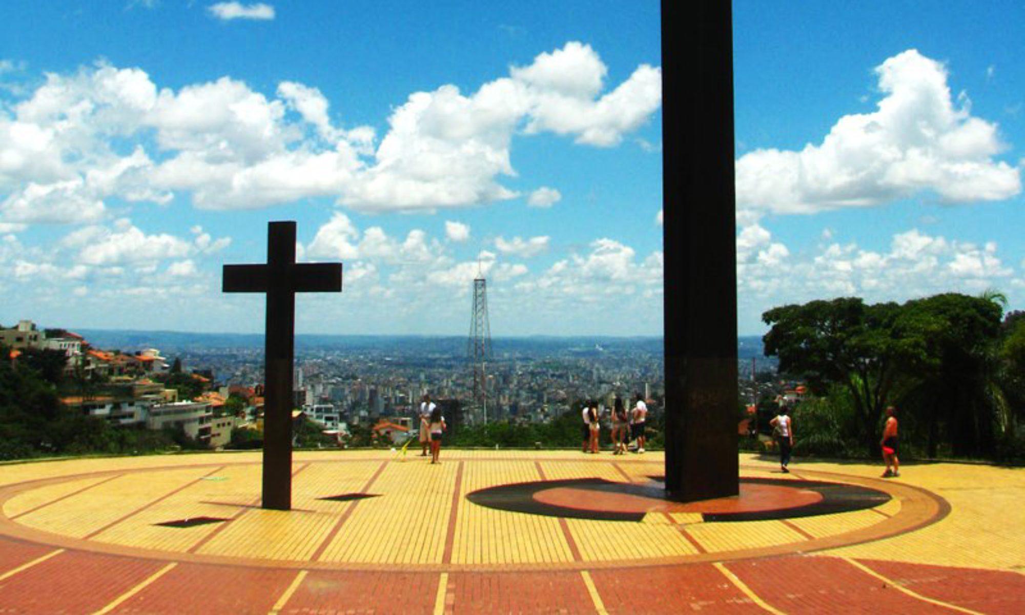 △ Praça do Papa - Praça Israel Pinheiro